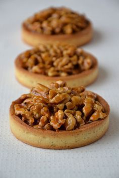 Walnut Tartlets with Salted Butter Caramel - CreamL'Heure du Cream Hour Sweet Pie, Sweet Tarts, Delicious Desserts, Dessert Recipes, Snacks Saludables, Thermomix Desserts, French Pastries, Love Food, Sweet Recipes