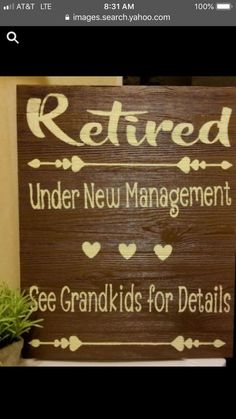Retirement Gifts - Are you confused about celebrating close friends who are retiring soon? Celebrate the conclusion of a long career with a retirement gift. Teacher Retirement Parties, Retirement Decorations, Retirement Gifts For Men, Retirement Celebration, Retirement Party Decorations, Retirement Quotes, Happy Retirement, Retirement Cards, Retirement Ideas
