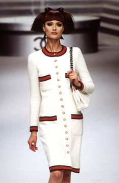 Chanel available at Luxury & Vintage Madrid, bring you the world's best selection of vintage and contemporary clothing, discover our top brands, Express delivery Worldwide ! Vogue Fashion, 90s Fashion, Fashion Brand, Runway Fashion, Vintage Fashion, Fashion Outfits, Womens Fashion, Fashion Design, Coco Chanel Dresses
