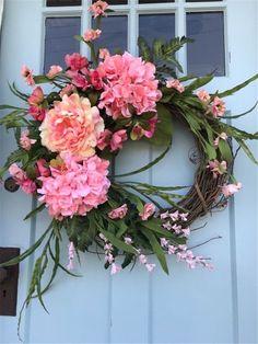 Beautiful Pink Hydrangea Summer Wreath for Door. - Home & DIY Front Door Christmas Decorations, Spring Front Door Wreaths, Christmas Front Doors, Spring Wreaths, Tree Decorations, Wreath Crafts, Diy Wreath, Wreath Ideas, Grapevine Wreath
