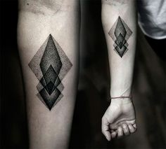 Tattoos don& always have to be huge elaborate designs that take up an entire arm or chest. Subtle tattoo designs are becoming increasingly popular. Some benefits of subtle tattoos are that they are easy to… Dreieckiges Tattoos, Bild Tattoos, Body Art Tattoos, Tatoos, Future Tattoos, Tattoos For Guys, Tattoo Geometrique, Geometric Tattoo Design, Geometric Tattoos