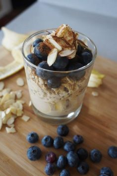 19. Blueberry Almond Overnight Oats #healthy #breakfast #recipes https://greatist.com/health/healthy-fast-breakfast-recipes #healthybreakfasts