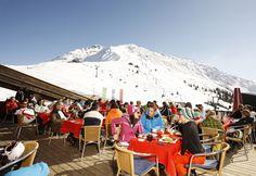 Kapellrestaurant - der Blick vom Kapell auf den Rätikon wirkt berauschend. Dieses einzigartige Restaurant liegt direkt an der Hochjoch Bahn Bergstation in 1.850 m Höhe. Lassen Sie sich verwöhnen mit kulinarischen Highlights aus unserer Küche. Die Sonnenbar lädt auf ein gemütliches Ausklingen des Skitages beim Après-Ski ein. #silvrettamontafon #skiing #view #area #snow #kulinarik #genießen Bahn, Highlights, Patio, Outdoor Decor, Home Decor, Unique Restaurants, Ski, Swim, Mountains