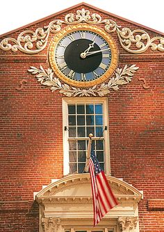 Boston's Top 10 : The Freedom Trail - Old State House    Built in 1713, this exquisite example of colonial architecture served as the HQ of the colonial legislature and the royal governor
