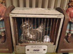 Decoration cage avec moule poule et œuf cuisine