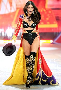 Adriana Lima VS Fashion show