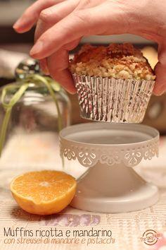 Muffins con ricotta e mandarino e streusel al pistacchio