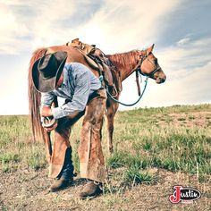 #JustinBoots #Boots #CowboyHat #cowboy #horse find these boots here!!!--------> http://www.justinboots.com/footwear/men