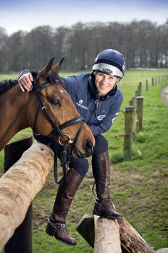 Zara Phillips with her horse High Kingdom around the Gatcombe Park stables in Gloucestershire, April 2014 Horse Riding Hats, Miami Wedding Venues, Zara Phillips, Elisabeth Ii, Princess Anne, Equestrian Style, Equestrian Outfits, British Monarchy, Queen Elizabeth Ii
