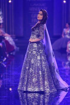 Kareena Kapoor, the showstopper in draping deep purple and silver lehenga| Manish Malhotra Lakme Fashion Week