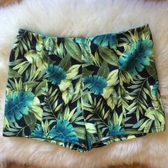 Jungle print shorts NWOT - comfy high waisted these are so cute but too big on me. NEVER worn! They're as high quality as similar ones I paid 40 for. Nice fabric, like thick and stretchy and soft Forever 21 Shorts