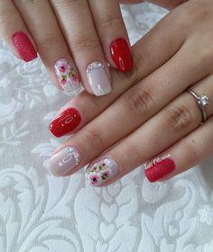 32 fotos de unhas decoradas com flores fáceis de desenhar nail color combos Best Nail Art Designs, Nail Designs Spring, Beautiful Nail Designs, Classy Nails, Trendy Nails, Cute Nails, Hair And Nails, My Nails, Polka Dot Nails