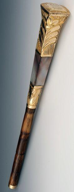 Poignée d'Ombrelle - Abalone et Bambou - Epoque Victorienne Wooden Walking Sticks, Walking Sticks And Canes, Walking Canes, Cannes, Spirit Sticks, Walking Staff, Baguette, Cane Handles, Cane Stick