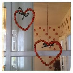 Tarinoita Ryytimaan reunalta: PalavaLanka&PorisevaPata: Pihlajanmarja-askartelu Autumn Crafts, Autumn Art, Diy And Crafts, Crafts For Kids, Arts And Crafts, Preschool Decor, Crafty Kids, Teaching Art, Classroom Decor