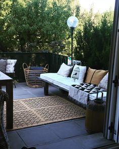 "shop owner - Max Laurenz on Instagram: ""#sommertime☀️ #iliveforthesemoments #gardenfeelings #myhome 🖤"" Outdoor Sofa, Outdoor Furniture, Outdoor Decor, Deck, Shop, Instagram, Home Decor, Style, Garten"