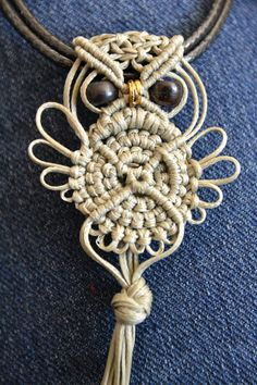 MACRAME OWL TUTORIAL  This lovely, simple pattern is a step by step tutorial completed with detailed pictures and text Italian/ English.  I like to inspire ..... the pattern is the base ...... the choice of colors is yours. You can enrich your owls with beads, and you can use this pattern to create beautiful earrings, brooches or necklaces.  The measure is approx 6 cm / 2.36 in. but can cut the tail owl long as you like.   Macrame level : Basic for all who love macrame and want to try…