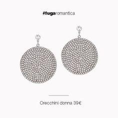 Orecchini in metallo con bagno in oro bianco e cristalli bianchi Luca Barra Gioielli. #orecchinidonna #lucabarragioielli #tendenzemoda #look #style