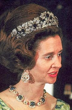 Queen Fabiola necklace and earrings, tiara.