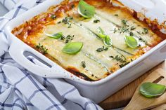 Looking for a low carb zucchini lasagna recipe? Here's a DELICIOUS one that is also quick and easy to make. Click through for the details! Keto Recipes, Dinner Recipes, Healthy Recipes, Lasagna Recipes, Keto Lasagna, Lasagna Food, Paleo Food, Lunch Recipes, Zucchini Lasagne