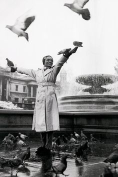 """Eartha Kitt in the fountains at Trafalgar Square, London, 1955 (via) """
