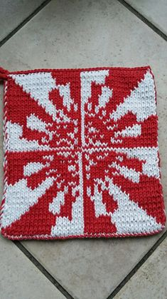 This pattern was inspired by the image by Adam majewski. It is a combination of a Fatou set and a Julia set and was calculated with a computer program. Potholder Patterns, Computer Programming, Double Knitting, Fractals, Pot Holders, Ravelry, Wolf, Inspired, Image