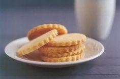 Lemon polenta biscuits