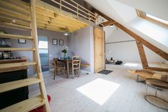 comble atelier aménagée pioka résidence art et surf