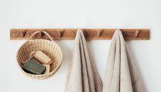 旅するクリエイターkanaです。 2ヶ月前まではどこにでもいる普通のOLでした。 大学生の就活時期になっても、 やりたいことが見つからず 得意なこともわからなかったので 待遇と福利厚生の手厚さで事務の仕事を選びました。 Lightroom, Photoshop, Sustainable Design, Sustainable Living, Treasure Basket, Wooden Hangers, Bathroom Trends, Soft Towels, Beauty Essentials
