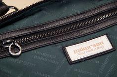 Take a peek at the other captivating version of the bauletto bag. - Guarda anche l'altra affascinante variante della borsa bauletto.