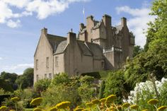 I want to go to Crathes (Burnett) Castle