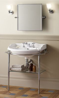 Consolle lavabo in stile classico BOSTON By Devon&Devon Devon Devon, Console Sink, Black White Bathrooms, Downstairs Loo, Towel Rail, Bathroom Furniture, Bathroom Ideas, Glass Shelves, Powder Room