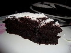 Super moist chocolate cake (no egg-no butter) - requires translation via Chrome