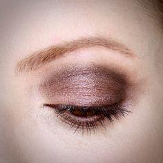 Julia Petit olhos esfumados com marrom e rosado.