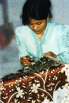 Batik, Indonesian art of textile http://www.asiawelcome.com/Batik.html