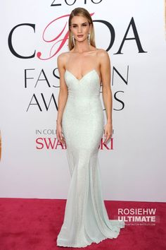 Shop Rosie Huntington-Whiteley sequin dress at CFDA Fashion Awards 2016 for find Rosie Huntington-Whiteley dresses and CFDA Fashion Awards 2016 red carpet dresses for sale under 200 Elegant Dresses For Women, Nice Dresses, Prom Dresses, Formal Dresses, Wedding Dresses, Rosie Huntington Whiteley, Rose Huntington, Red Carpet Looks, Red Carpet Dresses