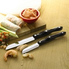 These sets of knives are known for its best grips which actually prevents any sort of injury which might cause of an ordinary knife sets.