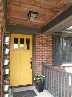 Best front door colors with red brick ranch home ideas Exterior Door Colors, House Paint Exterior, Exterior Doors, Exterior Decoration, Exterior Remodel, Yellow Front Doors, Front Door Colors, Red Doors, Casas Trailer