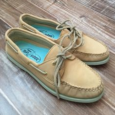 Sperrys! Tan Leather boat shoes! Sperrys! Tan leather Sperrys! Light mint green soles! Original Sperry Top sider! Gently used condition! Original 2 eyed boat shoes! Leather shoe laces Sperry Top-Sider Shoes Flats & Loafers