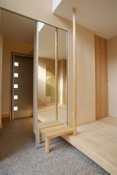 木造住宅 玄関ベンチ Main Entrance, House Entrance, Natural Interior, Japanese House, New Homes, House Design, House Styles, Architecture, Foyers