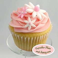 pink food ideas | Who wouldn't enjoy these lovely pink and white bridal shower cupcakes ...