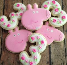 1 dozen personalized Peppa Pig Cookies by Magnificookies on Gourmly 2 Birthday Cake, 3rd Birthday Parties, Third Birthday, Birthday Ideas, Peppa Pig Cookie, Cumple Peppa Pig, Pig Cookies, Pig Party, Little Girl Birthday