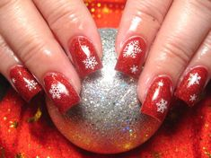 Google Image Result for http://www.bersatupadu.com/wp-content/uploads/2011/09/christmas-nail-art-designs-2.jpg