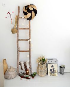 Diy Bedroom Decor For Teens, Apartment Balcony Decorating, Deco Originale, Teen Girl Bedrooms, Nature Crafts, Simple House, Bamboo Ladders, Room Inspiration, Ladder Decor