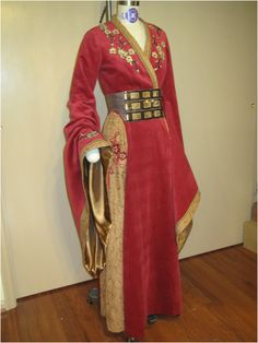 I am happy to report my new fantasy dress pattern can now be purchased at the Simplicity website and, I assume, at any store that sells Simplicity patterns. Cersei Lannister Costume, Dress Skirt, Gown Dress, Fantasy Gowns, Turquoise Dress, Medieval Dress, Simplicity Patterns, Business Attire, Flare Skirt