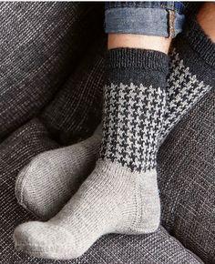 Ravelry: Soxx No. 21 pattern by Kerstin Balke Baby Hats Knitting, Knitting Socks, Hand Knitting, Knitted Hats, Knitting Patterns, Knit Socks, Lots Of Socks, My Socks, Cool Socks