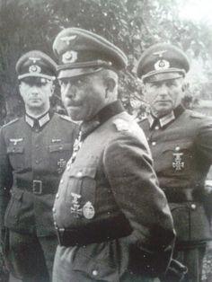 """Generaloberst Heinz Wilhelm Guderian ,,Schneller Heinz"""" (17 June 1888 - 14 May 1954), (center), commander 2. Panzer Division, XVI Armeekorps, XIX Armeekorps, Panzergruppe Guderian / Panzergruppe 2 / 2. Panzerarmee."""