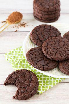 Chewy, chocolate cookies that taste like a fudgy brownie! Chewy, chocolate cookies that taste like a fudgy brownie! Brownie Desserts, Oreo Dessert, Brownie Cookies, Mini Desserts, Coconut Dessert, Healthy Vegan Dessert, Cake Vegan, Vegan Dessert Recipes, Vegan Treats