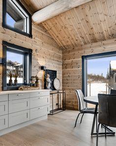 Leilighet på Beitostølen - Vyrk Scandinavian Cabin, Interior Windows, House Interior, Contemporary Cabin, Interior Decorating, Interior, Cabin Decor, White Interior, Home Decor