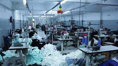 """LA ACTIVIDAD TEXTIL CAYO 25 % Y LAS VENTAS 30%   La actividad textil cayó 25% y las ventas 30%: alertan sobre aumento de importaciones y pérdida de 20.000 empleos La situación fue expuesta con datos relevados por la Fundación Protejer en la Convención de la Agro Industria Textil & Indumentaria de Argentina El presidente de la Fundación Pro Tejer Jorge Sorabilla advirtió hoy que el sector atraviesa un momento """"complejo y difícil"""" con una caída del 30% interanual en septiembre sumado a un…"""