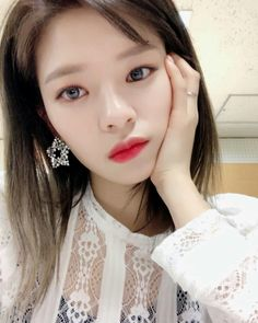 Netizens and fans alike are fawning over how beautiful TWICE is. and how each members has such beautiful eyes! Suwon, Nayeon, K Pop, Korean Girl, Asian Girl, Twice Jungyeon, Dahyun, Kpop Girls, Her Hair